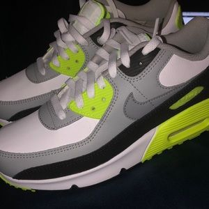 Brand new Nike Air  Max 90 size youth 7/women's 9